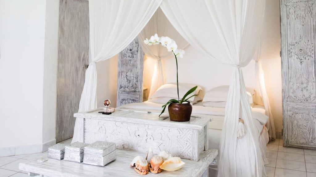 8 Tips to Create a Balinese-Style Bedroom | HomeInAwe